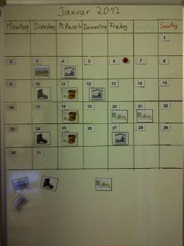 Kalender auf einem Whiteboard